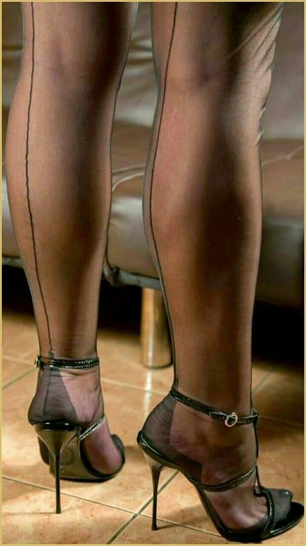фетиш чулки сексуальные фото зрелых на каблуках