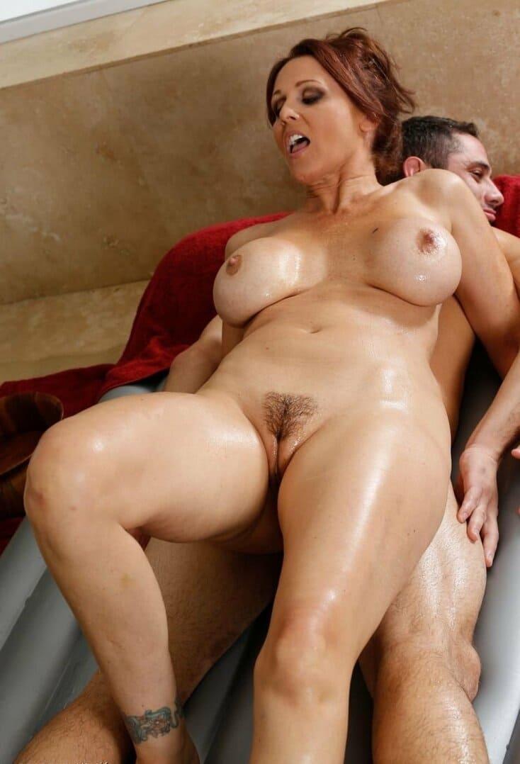зрелые мамки порно фото красивая с пышными телесами с интимной стрижкой