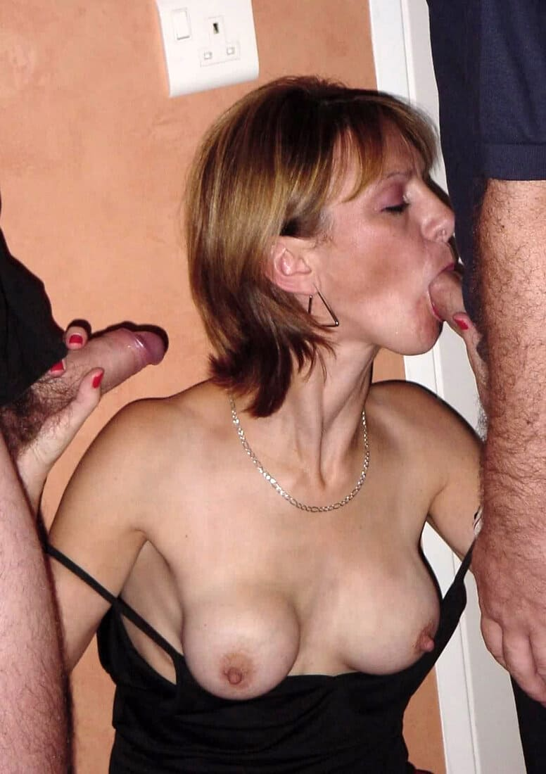 женщина сосет два члена фото