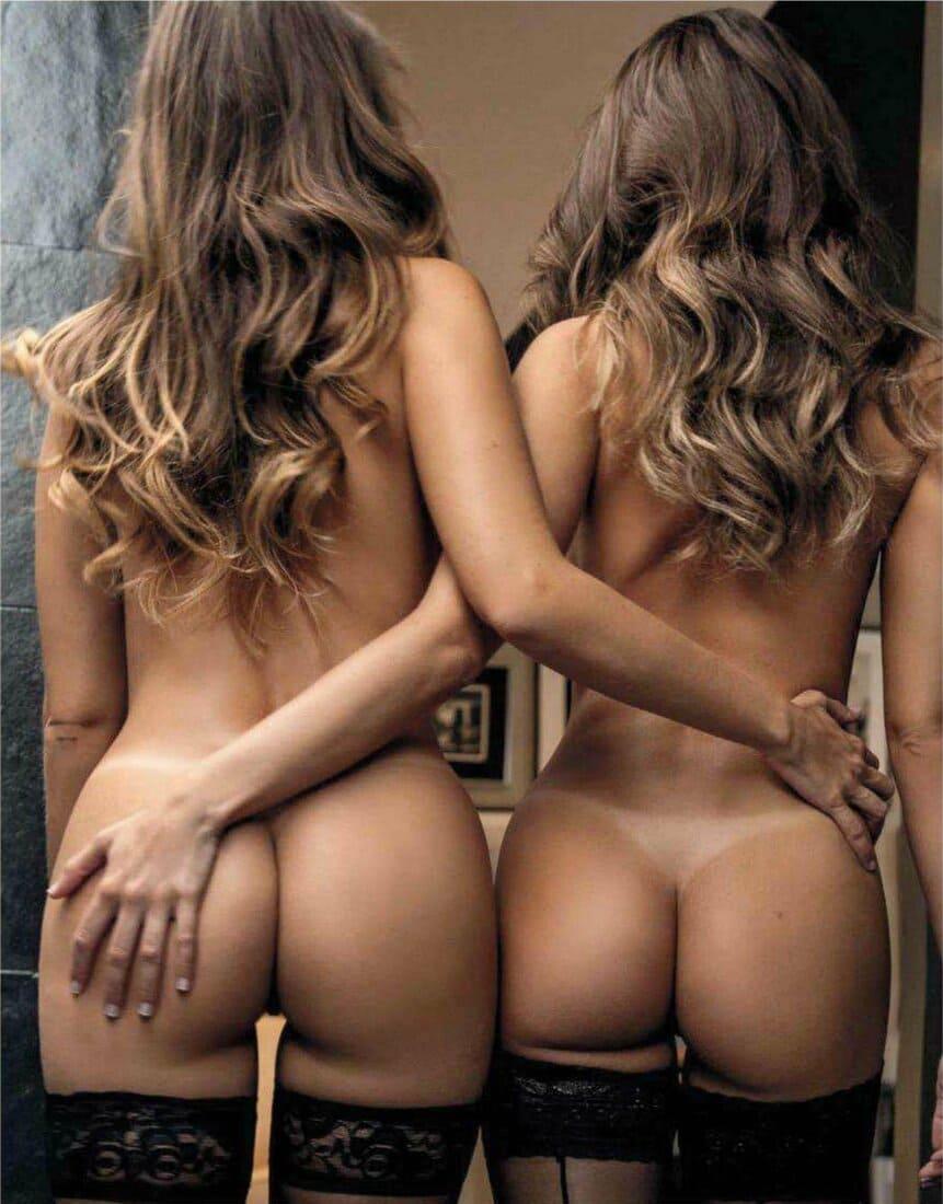 фото голых поп двух девушках в чулках