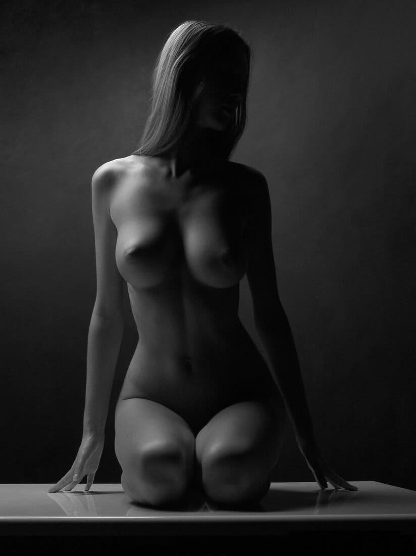 красивая девушка черно белое фото голой блондинки