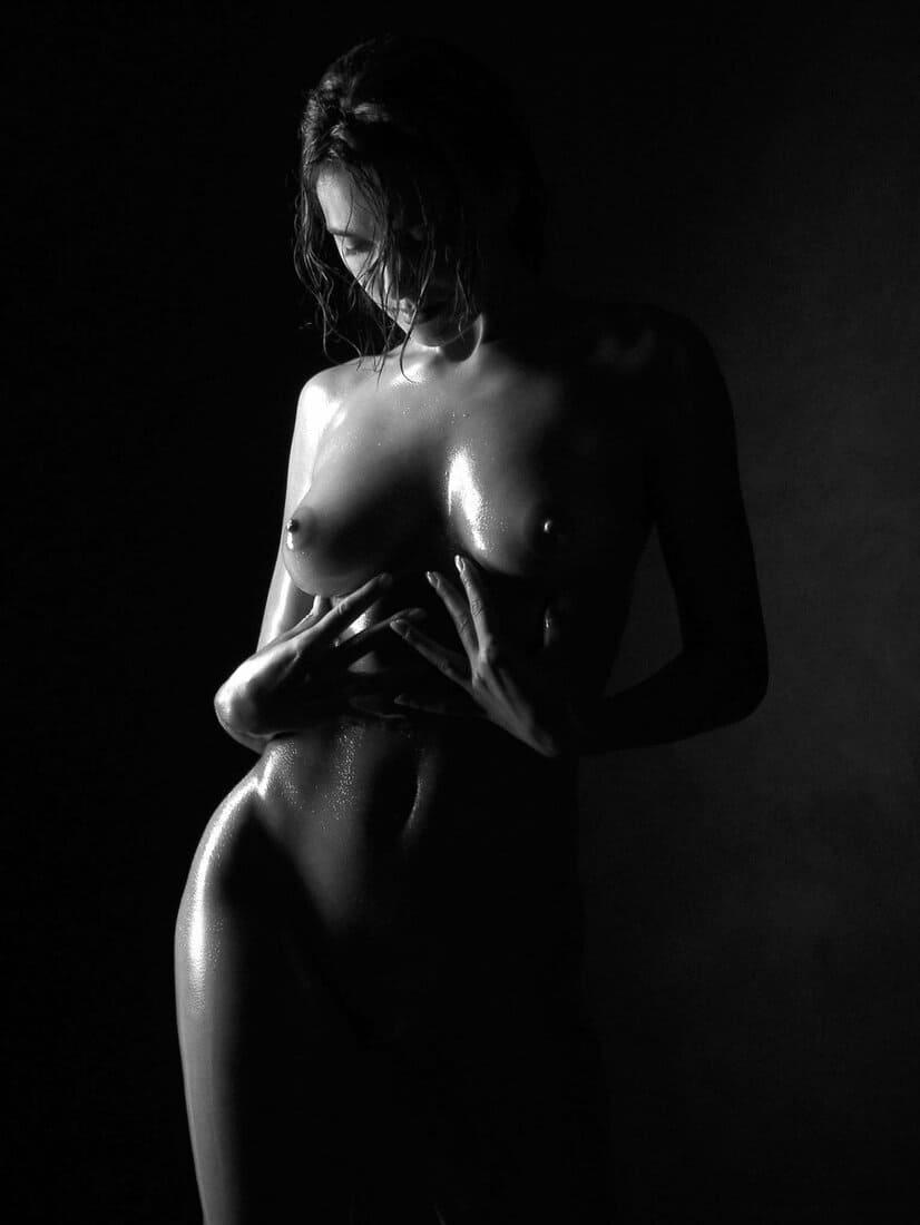 красивая девушка черно белое фото