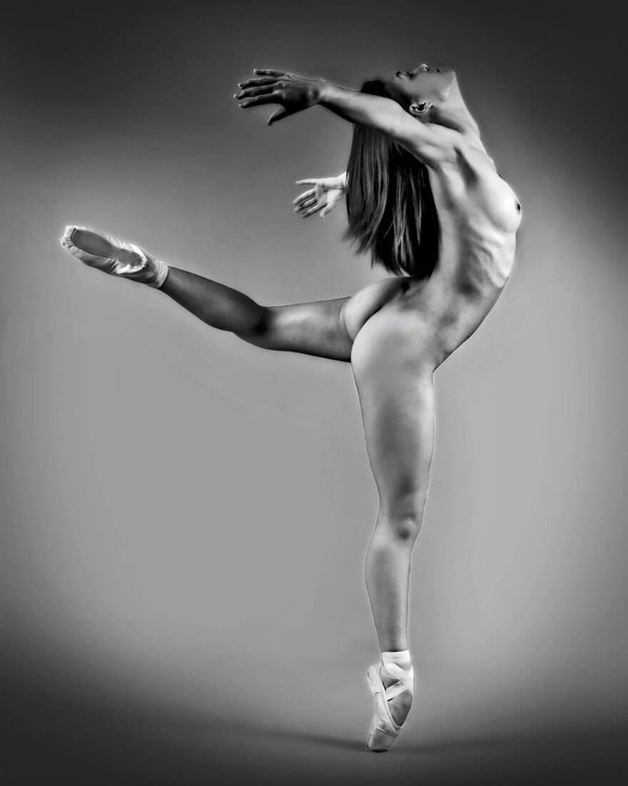 черно белые фото девушек голая балерина в танце