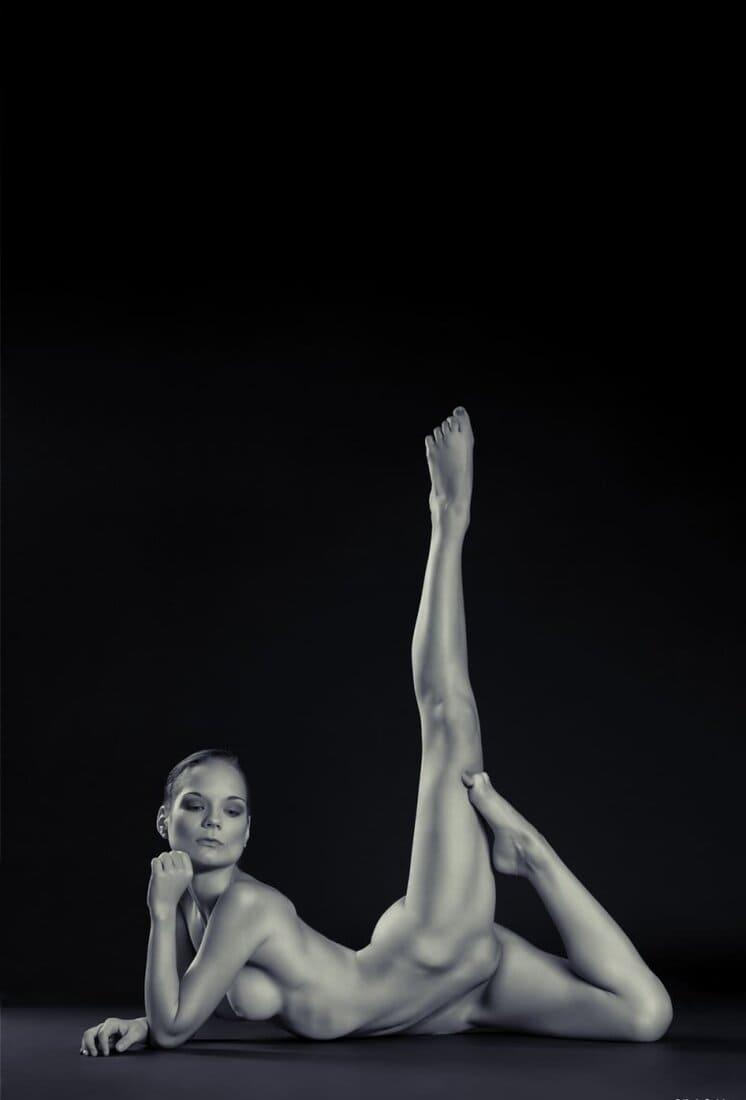 черно белые фото девушек голая гимнастка