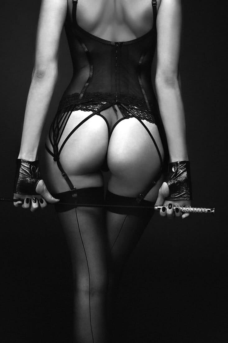 черно белое фото девушки спиной эротическое белье чулки госпожа