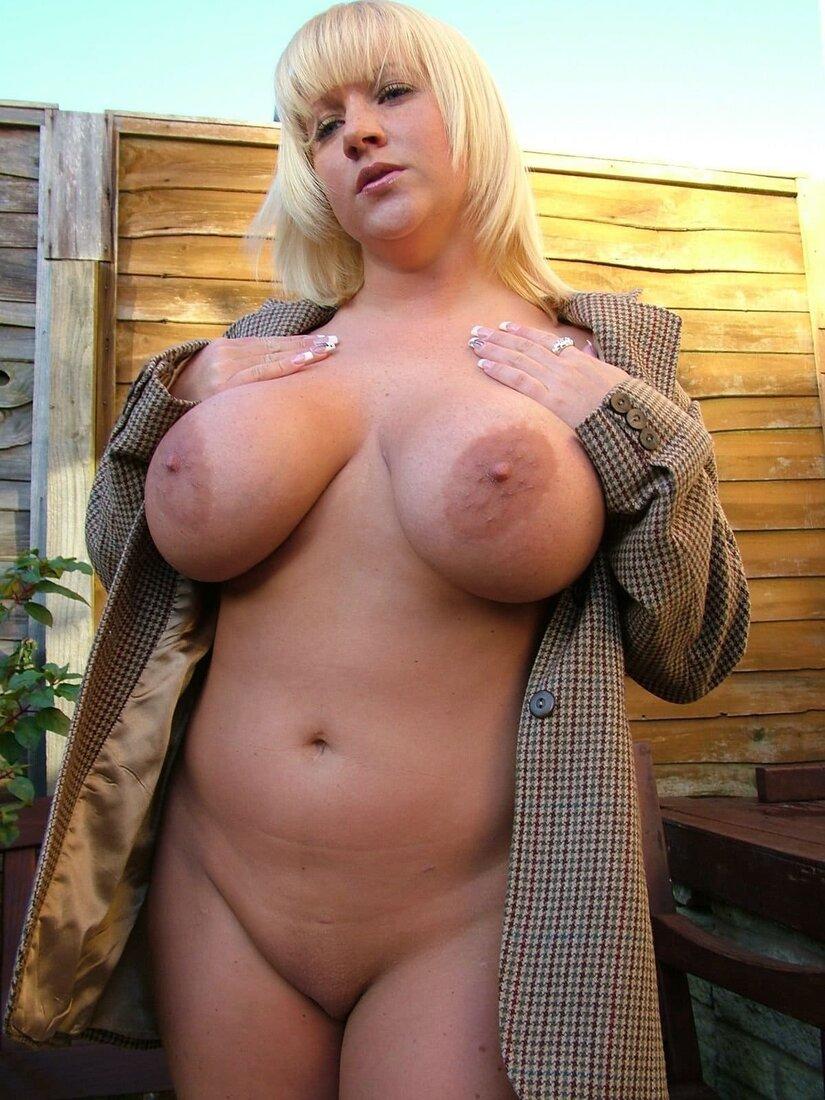 зрелые сисястые бабы фото голой блондинки в расстегнутом пиджаке стоит
