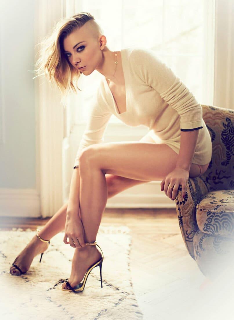 натали дормер горячие фото сидит на диване ножки каблук