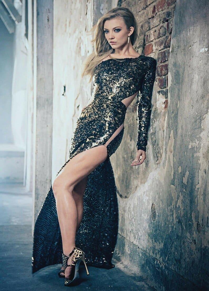 натали дормер горячие фото в длинном обтягивающем платье с глубоким разрезом на каблуках стоит показывает свои стройные ножки
