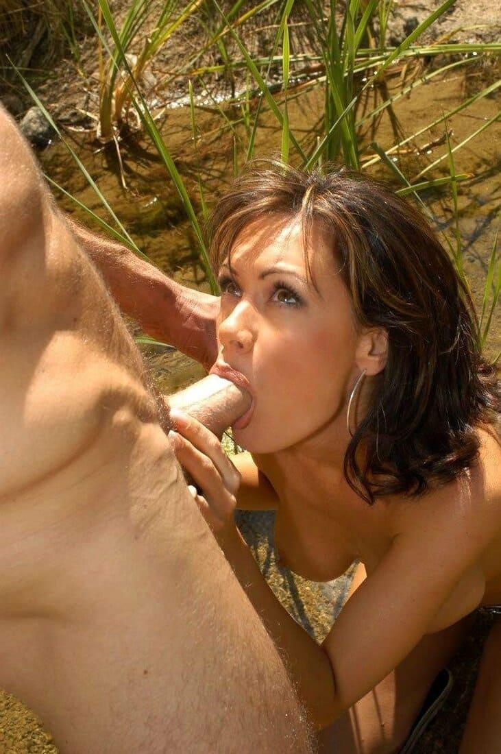 сосет на природе порно фото красивая брюнетка
