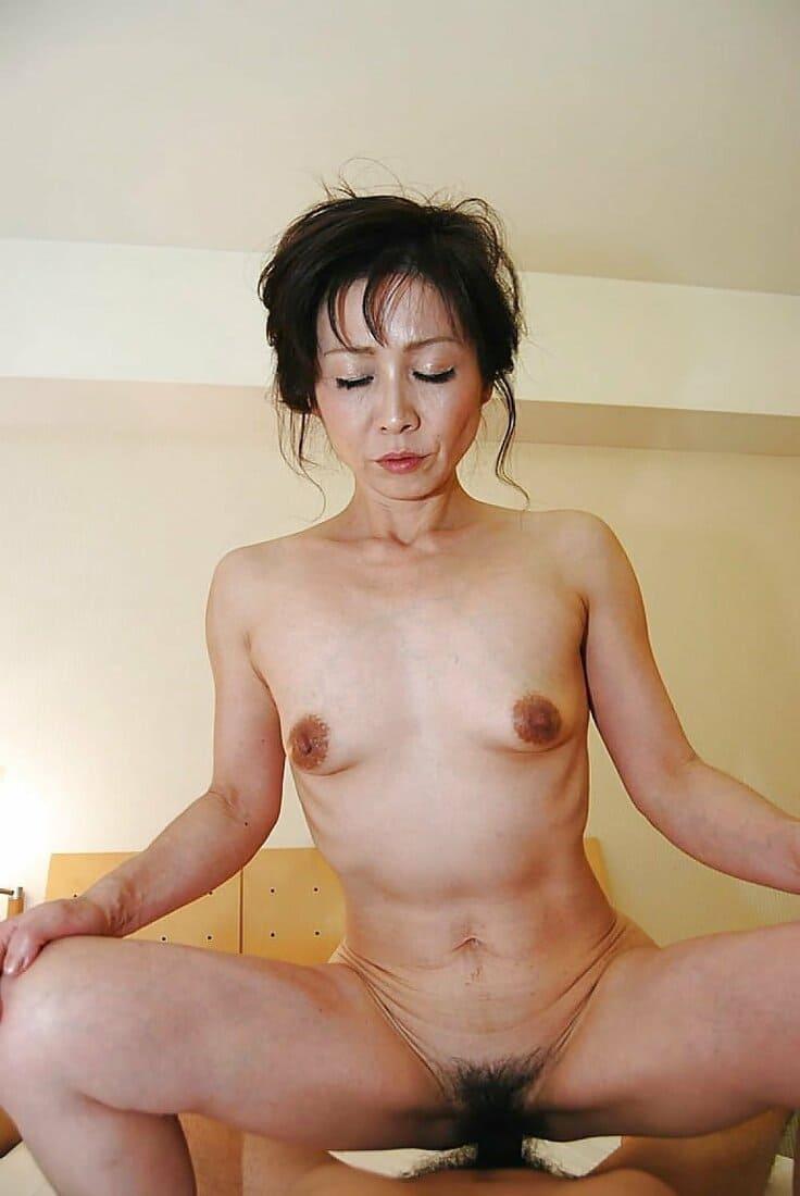 зрелые азиатки порно фото красивая голая с очень маленькими сиськами