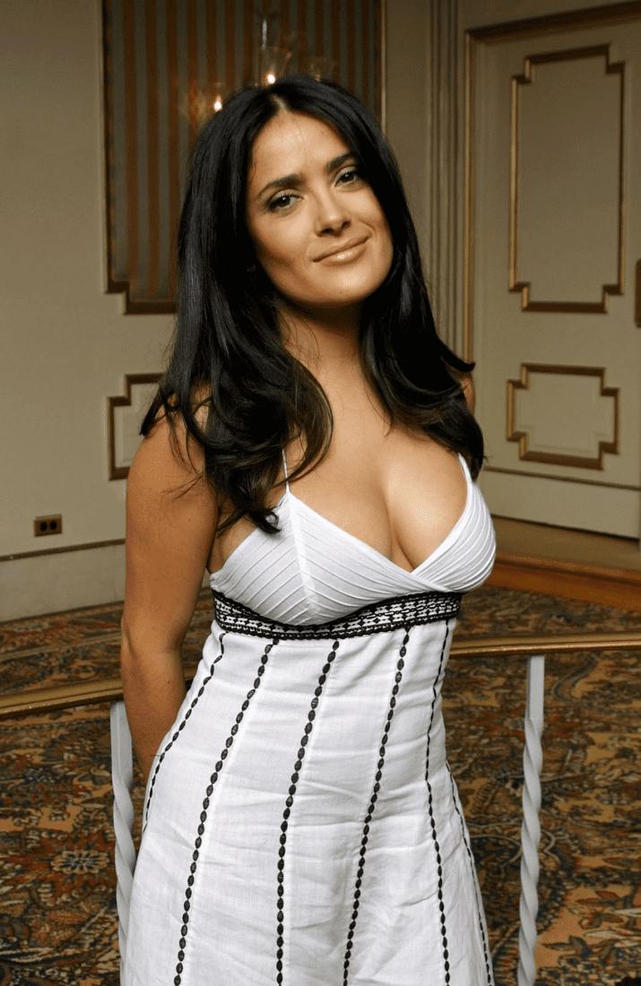 сальма хайек фото в белом платье с глубоким декольте