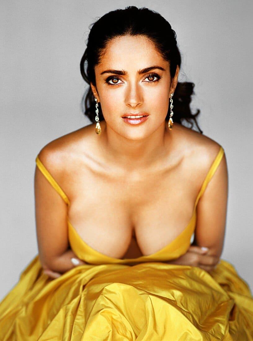 сальма хайек фото в желтом платье с глубоким декольте сиськи красивый макияж